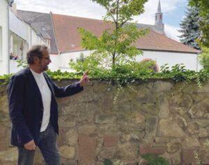 Dr. Matthias Dietz-Lenssen führt durch Drais.